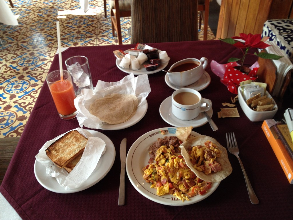 Huevos revueltos a la Mexicana con jamón